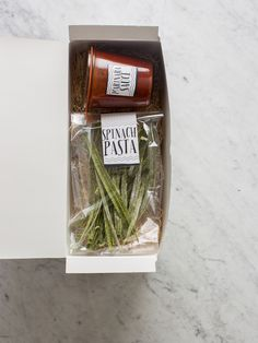homemade pasta and sauce gift idea -- could freeze and ship overnight with ice packs to preserve Diy Food Gifts, Jar Gifts, Gift Jars, Candy Gifts, Creative Gifts, Homemade Pasta, Homemade Gifts, Homemade Food, Breakfast Soup