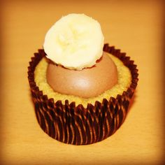 Banana Cupcakes with Chocolate Cloud Icing for Mother's Day #juliebakes