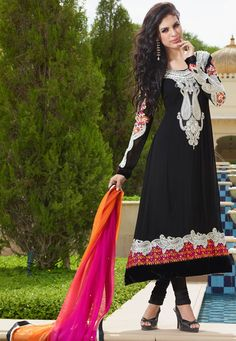 Looking for a pretty anarkali suit? Buy latest anarkali suits online from the huge collection of Indian anarkali suits on Utsav Fashion. Bollywood Outfits, Pakistani Outfits, Indian Outfits, Black Anarkali, Anarkali Suits, Muslim Fashion, Indian Fashion, Women's Fashion, Anarkali Dress Online Shopping