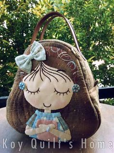 Make bags like this for each of her classes: ballet, tap, jazz, conditioning, musical theatre. Patchwork Bags, Quilted Bag, Embroidery Bags, Denim Bag, Fabric Bags, Kids Bags, Applique Quilts, Handmade Bags, Handmade Bracelets