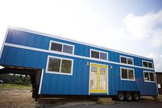 Nomad's bright blue birthday build is big enough for a family of five – Tiny House for Us