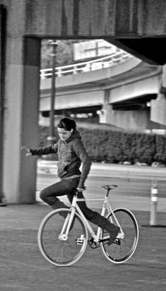 Fixed gear bike play -   Photo: Laila Ghambari