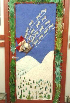 """""""Jouluinen ovi"""" (luokassa). Tähän vielä tähtiä ja lumihiutaleita! :) Alakoulun aarreaitta FB -sivustosta / Jaana-Maija Hiltunen Ovet, Irene, Ladder Decor, Christmas Crafts, Quilts, School, Winter, Scrappy Quilts, Handmade Christmas Crafts"""