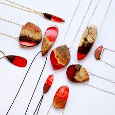 Inspiriert von der Schönheit der Natur, kreiert die in Melbourne ansässige Juwelierin Britta Boeckmann Schmuckstücke aus Holz und farbigem Harz.