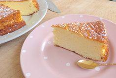 Gâteau au fromage blanc  Ingrédients : 4 gros œufs 500 gr de fromage blanc 100 gr de fécules de maïs 100 gr de sucre pour l'aromatiser : zeste d'un citron ou extrait de vanille