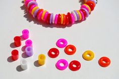 Taburettli: Iron-on bangle bracelet - Trend Craft ideas Diy Perler Bead Bracelet, Diy Perler Beads, Crafts To Do, Diy Crafts For Kids, Arts And Crafts, Paper Art Projects, Paper Crafts, Craft Activities For Kids, Diy Toys