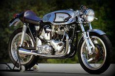 Cafe Racer, las primeras motos, bases y transformaciones #caferacer #motorcycles #triton | caferacerpasion.com