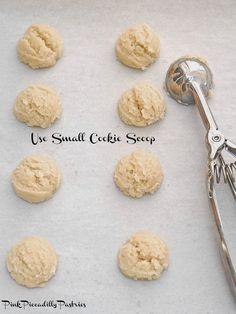 Fabulous Italian Amaretti – Famous Last Words Amaretti Cookie Recipe, Amaretti Cookies, Almond Cookies, Italian Cookie Recipes, Italian Cookies, Italian Desserts, Gourmet Desserts, Plated Desserts, Sfogliatelle Recipe
