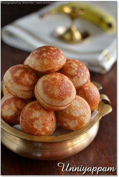 Uniyappam - A popular snack made of riceflour, jaggery and banana - healthy low fat snack too! Indian Desserts, Indian Snacks, Indian Food Recipes, Indian Sweets, Banana Recipes Indian, Chinese Recipes, Jaggery Recipes, Paniyaram Recipes, Breakfast Recipes