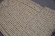 bonnet en laine Knitted Hats, Crochet, Genre, Knitting, Fabric, Fashion, Crochet Coat, Tejido, Moda