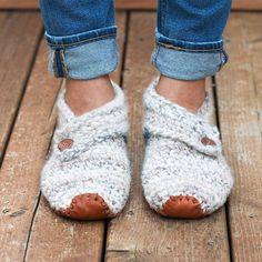 Ravelry: Sunday Slippers pattern by Jess Coppom Chunky Crochet, Crochet Slippers, Chunky Yarn, Single Crochet, Knit Crochet, Easy Crochet, Crochet Basics, Crochet Stitches, Crochet Patterns