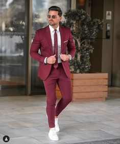 In getting the best casual outfits, man has to been logical. If you are not logical, you won't be able to cope with the confusing pressure of a boutique. These casual outfits below would give you a clue of what you should go for. Blazer Outfits Men, Mens Fashion Blazer, Stylish Mens Outfits, Suit Fashion, Style Fashion, Casual Outfits, Men's Outfits, Work Outfits, Fashion Styles