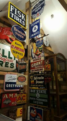 Discover recipes, home ideas, style inspiration and other ideas to try. Shed Signs, Garage Signs, Tin Signs, Wall Signs, Casa Retro, Retro Home, Man Cave Garage, Garage Life, Advertising Signs