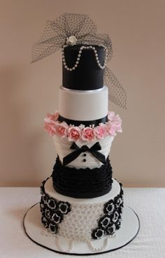 Amazing 5 Tier 'Chanel' Style Wedding Cake °•.°•.    http://thebrideideal.blogspot.com/2013/07/vive-chanel-wedding.html