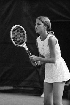 Classic Wimbledon White - Tennis great Chris Evert (1971) Tennis World,  Professional Tennis 480ed5c1ae0d