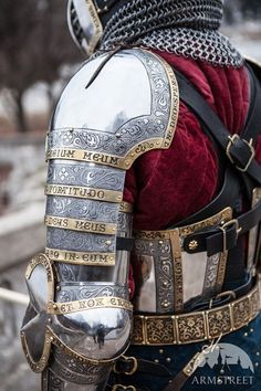 Exclusive stainless functional knight's armor for SCA, medieval times reenactment and rebated steel tournaments. Perfect combat armour for modern historical medieval battle fighters. Dark Fantasy, Fantasy Armor, Medieval Armor, Medieval Fantasy, Medieval Knight Costume, Rome Antique, Costume Armour, Pauldron, Templer