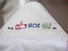 Sortie de bains Bébé - Chien & Chat BD - Noë. Brodé mains. Point de croix.  Blog : http://broderiemimie44.canalblog.com/