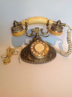 A vintage phone, it can be this one or something similar to this.