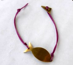 Handmade brass bracelet fish shape by Mesdames on Etsy, Fish Shapes, Projects To Try, Brass, Trending Outfits, Unique Jewelry, Bracelets, Handmade Gifts, Leather, Etsy