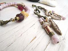 Parure bracelet et BO: céramiques, perles indonésiennes en verre ......