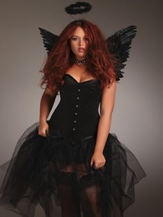 On Halloween season, you think that there is your oversize body can't be adorned with beautiful Halloween costumes! Look at DIY Plus Size Halloween Costumes ideas here. Halloween Costume Diy, Halloween Costumes Plus Size, Plus Size Costume, Couple Halloween, Black Angel Costume, Angel Costume Women, Fantasia Plus Size, Fantasy Angel, Costumes For Women