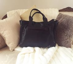 Snuggling up on this Monday Night with the black Chalrose City Bag... #chalrose #handbag #mondayblues  #style #fashion #instafashion #instastyle #black #leather #blackleather
