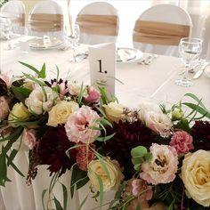 Főasztalról leomló virágfüzér pasztel színben. Table Decorations, Wedding, Home Decor, Valentines Day Weddings, Decoration Home, Room Decor, Weddings, Home Interior Design, Marriage