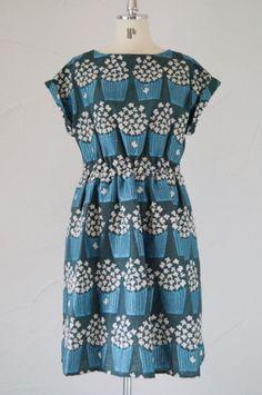 peu pres - {pinning to communications nerd because it seems like popcorn, aka movie themed dress. Love it!}