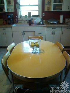 217 vintage dinette sets in reader kitchens - Retro Renovation Retro Table And Chairs, Retro Kitchen Tables, Kitchen Dinette Sets, 50s Kitchen, Kitchen Chairs, Vintage Kitchen, Kitchen Decor, Retro Kitchens, Kitchen Stuff