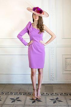 By Biombo | La hermana de la novia Wedding Guest Looks, Short Dresses, Dresses For Work, Races Fashion, Purple Love, Purple Fashion, Wedding Season, Hats For Women, Fancy Dress