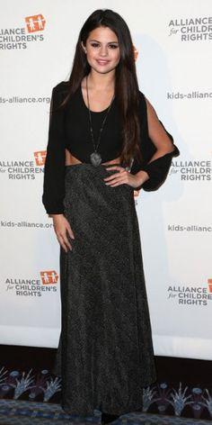 SELENA GÓMEZ    Selena Gómez mostró su lado boho durante la cena anual a benefico de la Alliance for Children's Rights, que se realizó en Beverly Hills. Seleccionó un vestido de la marca Lovers & Friends y un lago collar plateado.