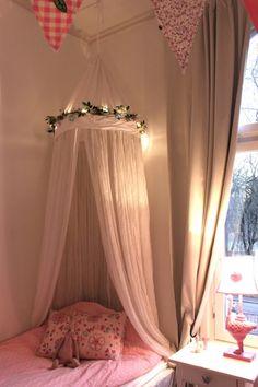 meisjeskamer met klamboe