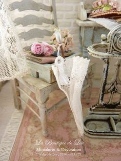 1900's White umbrella, French lace, Purity and simplicity for a dollhouse in 1:12th scale Casas Shabby Chic, Vintage Shabby Chic, Shabby Chic Style, Shabby Chic Decor, White Umbrella, Victorian Art, Miniature Furniture, Miniture Things, French Lace