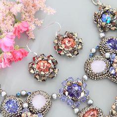 А колье теперь обзавелось вот такими нежными серьгами:) / small cute flower shaped earrings for Hydrangea necklace♡ #beadedjewelry #beadweaving #swarovskielements #серьгиручнойработы #украшениеизбисера #бисероплетение