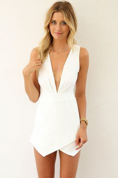 Take a look at the best what shoes to wear with white romper in the photos below and get ideas for your outfits! Wear this to someone's wedding and take the spotlight Image… Continue Reading → Look Fashion, Womens Fashion, Fashion Trends, Fashion Hacks, 70s Fashion, Fashion Clothes, Latest Fashion, Fashion Ideas, Fashion Beauty