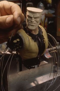Behind the scenes of SMALL SOLDIERS - Rod puppet rehearsal at Stan WInston Studio with the Chip Hazard and Archer puppets. Small Soldiers, Ghostbusters Birthday Party, Stop Motion, Movie Trailers, Archer, Dreamworks, Puppets, Robots, Statues
