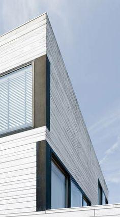 Straßenseitige Fassade der urbanen Villa in Amsterdam