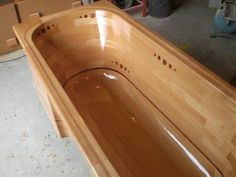 Building a wooden bathtub.  Wow!! This is sooo cool!! I want one :)