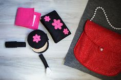 quiet book page - felt purse and make up!