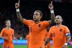 Memphis Depay rescued a draw for Ronald Koeman's Holland in their friendly with Peru - as Wesley Sneijder bowed out of international football with a record 134 caps. Depay Memphis, Ronald Koeman, Soccer News, International Football, Peru, Holland, Dutch, Mens Tops, Soccer