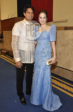 Red carpet rolls out for fashionistas at P-Noy's first SONA Modern Filipiniana Gown, Filipiniana Wedding, Fashion Clothes, Fashion Outfits, Fashion Ideas, Women's Fashion, Filipino Fashion, Philippines Fashion, Philippine Women