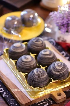 Pia Recipe, Mooncake Recipe, Rainbow Desserts, Cake Photography, Asian Desserts, Moon Cake, Halloween Snacks, Food Art, Bakery
