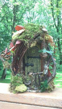 FAIRY DOOR with four leaf clover perfect for by CindiBee on Etsy Fairy Tree Houses, Fairy Garden Houses, Garden Gnomes, Fairy Gardens, Fairy Garden Doors, Fairy Doors, Red Oak Leaf, Elfen Fantasy, Kobold