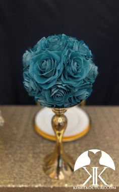 Wedding cakes, you've gotta check these brilliant photo snapshots for that wonderfully bright wedding cake today. Kissing Ball, Flower Ball Centerpiece, Mickey Centerpiece, Crown Centerpiece, Teal Wedding Centerpieces, Lime Wedding, Disney Bride, Flower Girl Bouquet, Teal Flowers