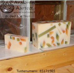 Osmia's handmade Apple soap / Osmian käsinvalmistettu Omenasaippua. Handmade Soaps, Panna Cotta, Pudding, Apple, Ethnic Recipes, Desserts, Food, Dulce De Leche, Meal