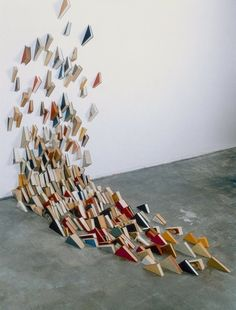 Art Installation of books. A real eyecatcher that has some intriguing storytelling elements. Book Installation, Art Installations, Instalation Art, Book Sculpture, Sculpture Painting, Shadow Art, Land Art, Art Design, Public Art