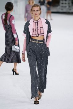 Chanel Couture, Chanel Runway, Chanel Paris, Korea Fashion, Fashion Week, Paris Fashion, Runway Fashion, High Fashion, Fashion Trends