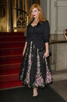 Christina Hendricks Photos - Christina Hendricks Stuns on a Night out - Zimbio