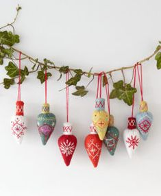 Christmas decorations sewing christmas tree decorations crafts christmas ornament sewing patterns gifts for Super Fun Christmas Sewing S Swoodson SaysWork On These Now Start Sewing 61 Simple Christmas Read Felt Christmas Decorations, Vintage Christmas Ornaments, Christmas Baubles, Felt Ornaments, Handmade Christmas, Diy Christmas Bunting, Beaded Ornaments, Handmade Felt, Glass Ornaments