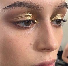 makeup for 35 year olds eye makeup makeup blue eyes eye makeup tutorial eye with makeup makeup style makeup looks for green eyes makeup no eyeliner Makeup Trends, Makeup Inspo, Makeup Art, Makeup Drawing, Maquillage On Fleek, Makeup Black, Metallic Eye Makeup, Metallic Gold, Bob Hair